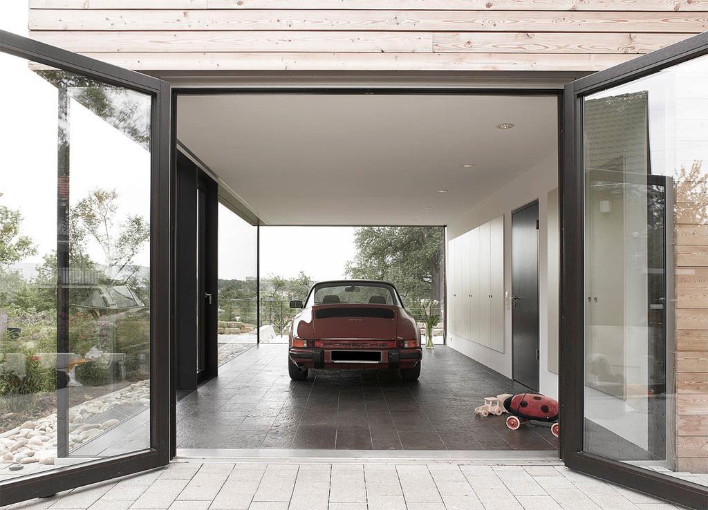 T-Bone House with a dedicated room for 1974 Porsche Targa