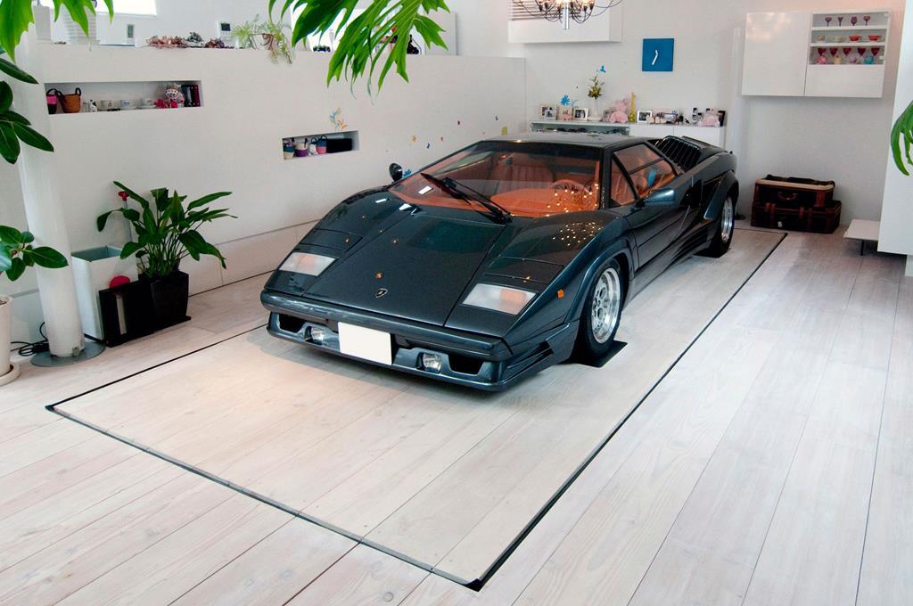 Kre House with Nine Car Garage in Tokyo